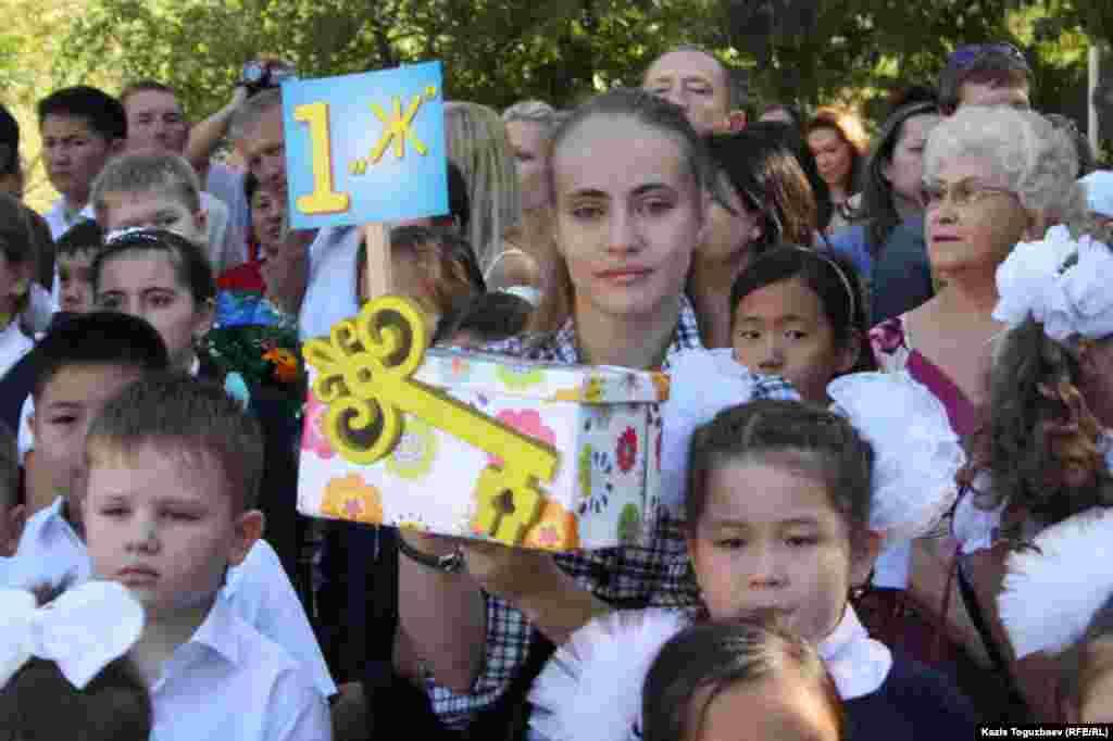 Седьмой по списку (1 Ж) набор первого класса в школе-гимназии № 60 в Алматы. 1 сентября 2014 года.