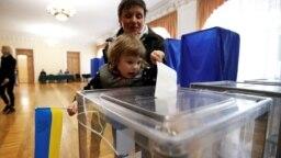 На избирательном участке в день проведения второго тура президентских выборов в Украине. Киев, 21 апреля 2019 года.