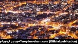 تصویری از فریدونشهر در شب