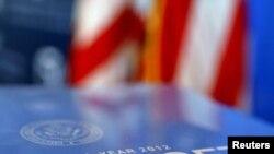 Обложка проекта бюджете на 2012 фискальный год, начинающийся в октябре 2011 года
