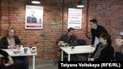 Сотрудники штаба Алексея Навального в Санкт-Петербурге. 3 октября 2017 года.