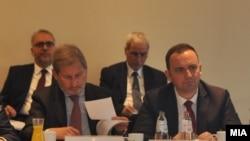Вицепремиерот за евроинтеграции Бујар Османи и евромесарот Јоханес Хан во Брисел