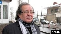 """Болат Атабаев, художественный руководитель театра """"Аксарай"""". Алматы, март 2009 года."""