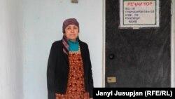 Сабриниса Шамшиева айылда медайым болуп иштейт, уул-кыздары турмуш курган.