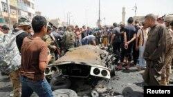На месте взрыва в районе Садр-сити. Багдад, 11 мая 2016 года.