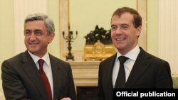 Armenia -- President Serzh Sarkisian (L) meets with his Russian counterpart Dmitry Medvedev in Moscow, 17Nov2010.