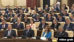 На совместном заседании палат парламента в Астане, где рассматривают изменения в Конституции. 6 марта 2017 года.