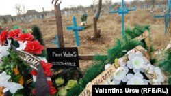 La mormântul lui Vadim Pisari