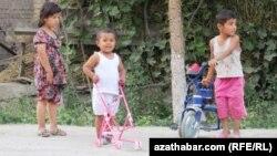 Туркменские дети. Иллюстративное фото.