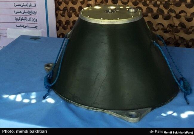 یک مین چسبان در نمایشگاه نیروی دریایی سپاه در مهر ماه ۹۴