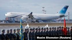Самолет Airbus A340 с президентом Ирана Хассаном Роугани приземляется в Москве в 2017 году