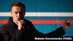Russian anticorruption campaigner Aleksei Navalny (file photo)