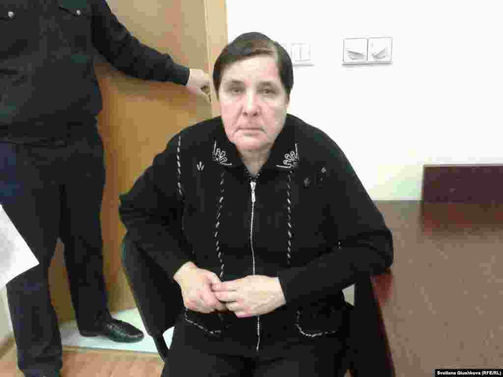 Верховный суд Казахстана 25 ноября отказал в возбуждении надзорного производства по делу правозащитника Вадима Курамшина, осужденного почти год назад на 12 лет тюрьмы по обвинению в вымогательстве. В стране уже не осталось инстанции, куда могут обратиться его адвокаты.  Несколько казахстанских правозащитных организаций признали Курамшина политическим заключенным. Будучи на свободе, он активно занимался защитой прав заключенных. В июне этого года Вадим Курамшин был удостоен международной правозащитной премии имени Людовика Трарье. За премией во Францию 3 декабря отправится мать Курамшина Ольга Колтунова (на фото).