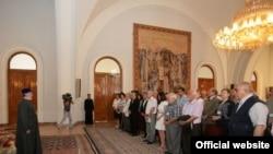 Yazıçıların Konqresinə toplaşanlar erməni katalikosu 2-ci Qareginlə görüşür.