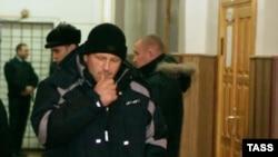 Олег Щербинский в коридоре суда Зонального района Алтайского края