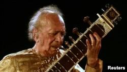 Ravi Shankar într-un spectacol din 2009