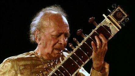 ستار نوازمشهور هندوستان و جهان استاد روی شنکر(Ravi Shankar)
