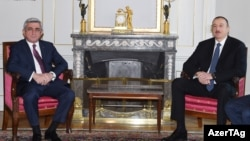 Armenian President Serzh Sarkisian (left) with his and Azerbaijani counterpart Ilham Aliyev in Bern on December 19.