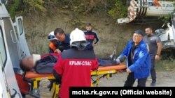 Постраждалих водія і пасажира автокрана відвезли в лікарню