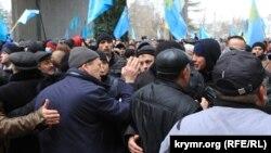 Протистояння під стінами кримського парламенту, 26 лютого 2014 року