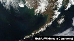 Фото з супутника Алеутських островів і півострова Аляска