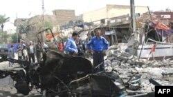 انفجارها همزمان با گردهم آمدن قربانیان برای اقامه نماز عید فطر در دو مسجد بغداد رخ داد. (عکس: AFP)