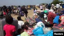Оңтүстік Судандағы қақтығыстардан босқан азаматтар. 30 желтоқсан 2013 жыл.