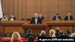 Сергей Аксенов на внеочередной сессии крымского парламента. 12 марта 2020 года