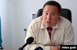 Нұрлан Имашев 170-орта мектеп директоры. Қызылорда облысы, Қазалы ауданы, 18 қазан 2014 жыл.