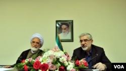 میرحسین موسوی (راست) و مهدی کروبی.
