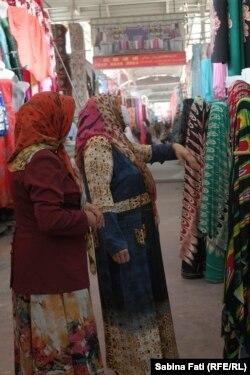 Femei în bazarul de la KAshgar