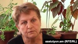 Արտակ Նազարյանի մայրը` Հասմիկ Հովհաննիսյանը: