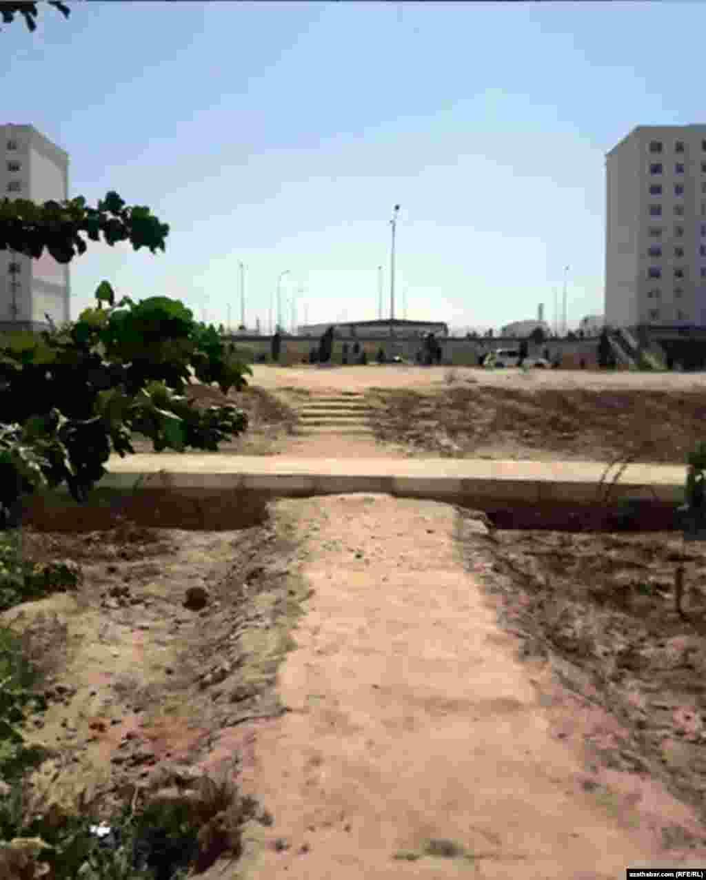 """Пешеходная тропинка в микрорайоне """"Мир-7"""", Ашхабад"""