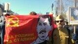 """Ресейдің Сургут қаласында өткен """"Мәңгілік полк"""" шеруіне қатысушылар. Фото авторы - Владимир Сальников."""