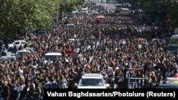 Еревандагы митингге он миңдеген адамдар катышты.