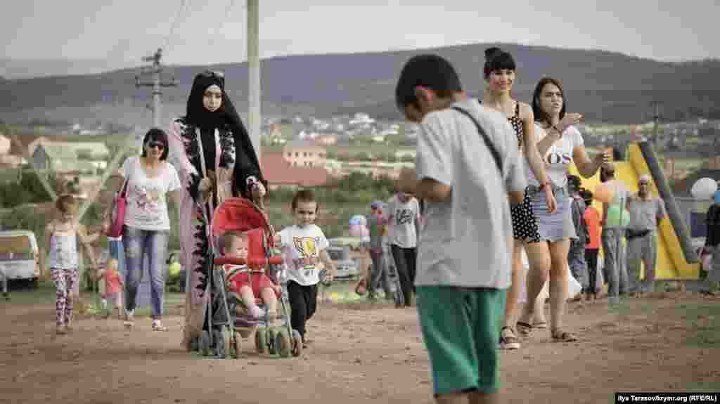 Жители Строгановки и ближайших поселков сходятся на празднование Курбан-байрама