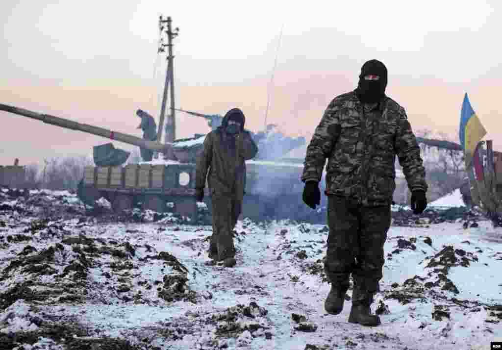 Українські військові біля села Піски, 31 грудня 2014 року