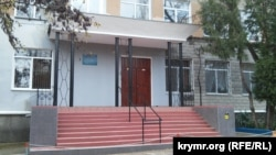 Вход в Керченский интернат-лицей искусств
