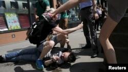Нападение на ЛГБТ-активистов в центре Москвы, 30 мая 2015