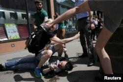 În Rusia, persoanele care fac parte la evenimente pro-LGBTIQ sunt adesea atacate. În 2015, a avut loc o confruntare violentă la un astfel de eveniment, când mai mulți protestatari homofobi i-au atacat pe cei care s-au strâns să susțină drepturile comunității LGBTIQ.