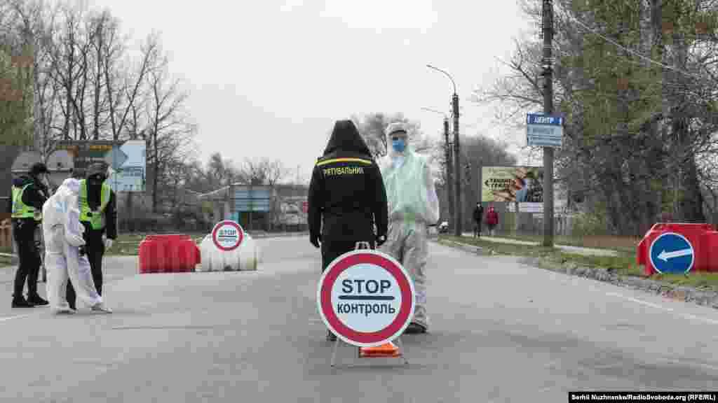 Відповідно до рішення виконавчого комітету Уманської міської ради«Про обмеження руху транспорту на території міста Умань» з 5 квітня було запровадженоособливий режим в'їзду на територію міста, яким передбачено в'їзд в Умань тільки через контрольно-пропускні пункти