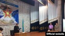 """Суд над сержантом, обвиняемым в """"превышении власти"""" в Аягозском гарнизоне."""