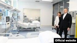 İ.Əliyev Bakıda yeni hospitalın açılışında