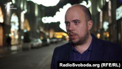 Головний редактор «РБК-Україна» Сергій Щербина зазначає, що під контролем Фукса опинилася компанія Golden Derrick, яка раніше належала міністру енергетики часів Януковича