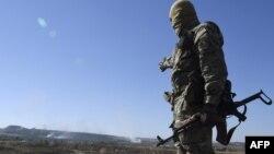 یک شبهنظامی جداییطلب هوادار روسیه در شرق اوکراین
