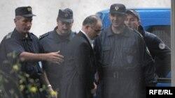 Privođenje optuženih za zločine u Morinju, maj 2010, foto: Savo Prelević