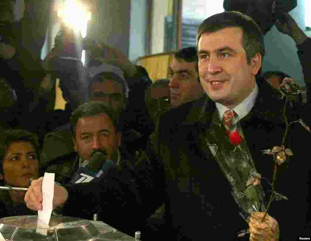 Presidential candidate Mikheil Saakashvili casts his ballot at the polling station in Tbilisi on January 4, 2004.