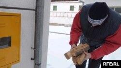 Сербія -- мешканці запасаються дровами, Белград, 8 січня 2008 р.