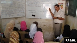 Iraqi students studying in Al-Kut in July 2009.