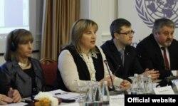 Liliana Pahlihovici și alți membri ai delegației moldovene